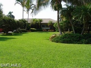 10030 Gulf Shore Dr, Naples, FL 34108 (#218006331) :: Naples Luxury Real Estate Group, LLC.