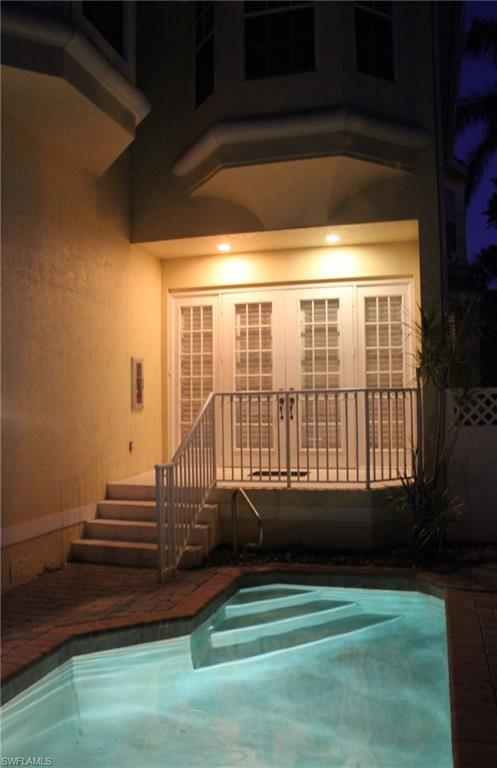435 8th Ave S #102, Naples, FL 34102 (MLS #218018879) :: The Naples Beach And Homes Team/MVP Realty