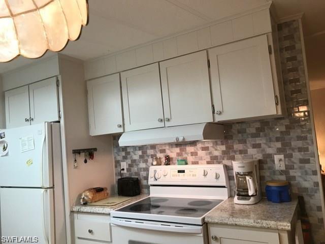 17 Saint Tropez Dr, Naples, FL 34112 (MLS #218023687) :: Clausen Properties, Inc.