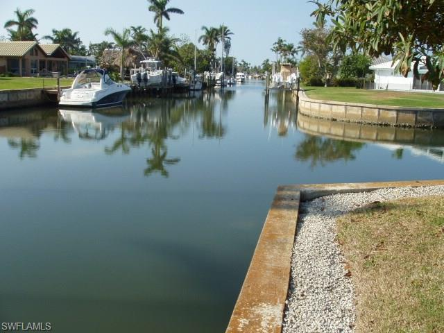 1805 Kingfish Rd, Naples, FL 34102 (MLS #218040586) :: The Naples Beach And Homes Team/MVP Realty