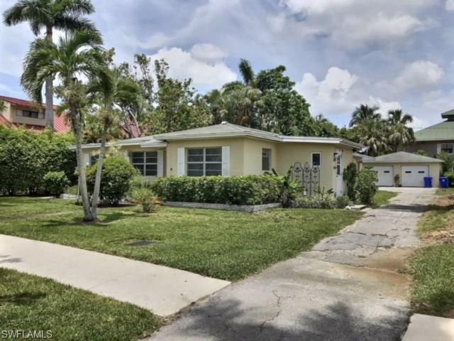 385 8th Ave S, Naples, FL 34102 (MLS #218050780) :: The Naples Beach And Homes Team/MVP Realty
