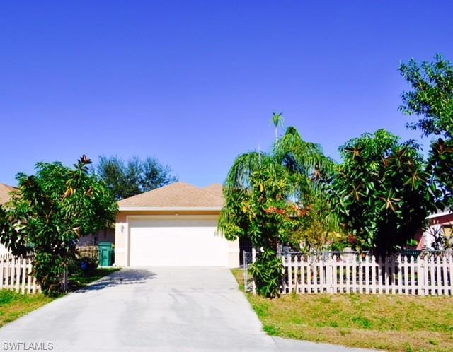 727 110TH Ave N, Naples, FL 34108 (#218051186) :: Equity Realty