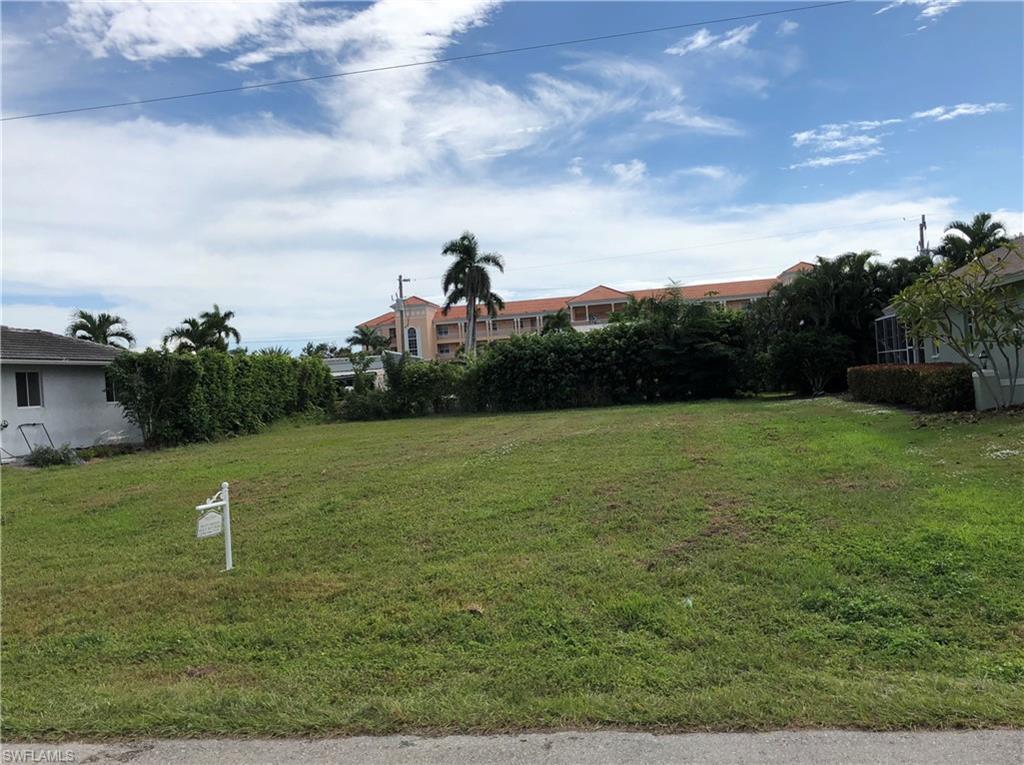 1873 Bahama Ave - Photo 1