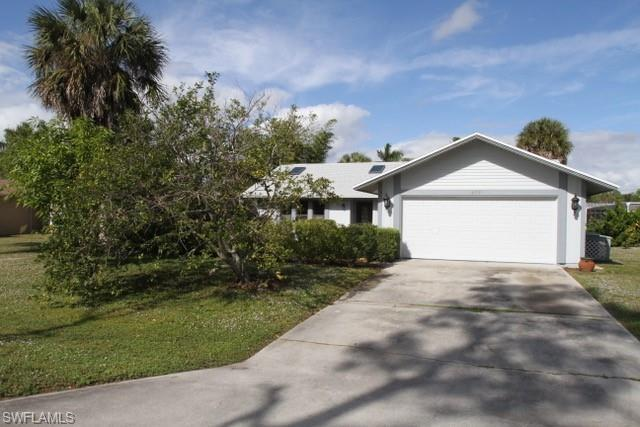 4501 Rosea Ct, Naples, FL 34104 (#218081166) :: The Key Team