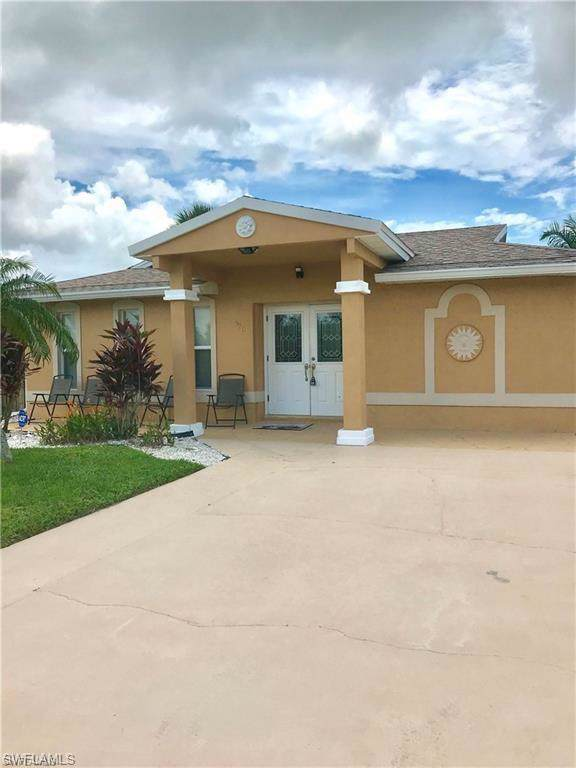 770 93rd Ave N, Naples, FL 34108 (#220005470) :: The Dellatorè Real Estate Group