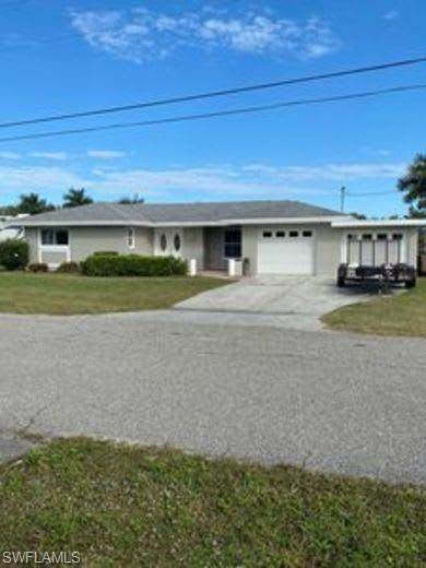 13786 Ox Bow Rd, Fort Myers, FL 33905 (MLS #220013550) :: Clausen Properties, Inc.