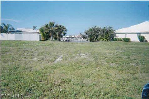 430 Kendall Dr, Marco Island, FL 34145 (MLS #220024024) :: Clausen Properties, Inc.