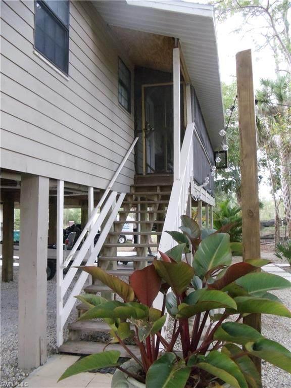 282 Brandy Ln, Naples, FL 34114 (#220024121) :: Southwest Florida R.E. Group Inc