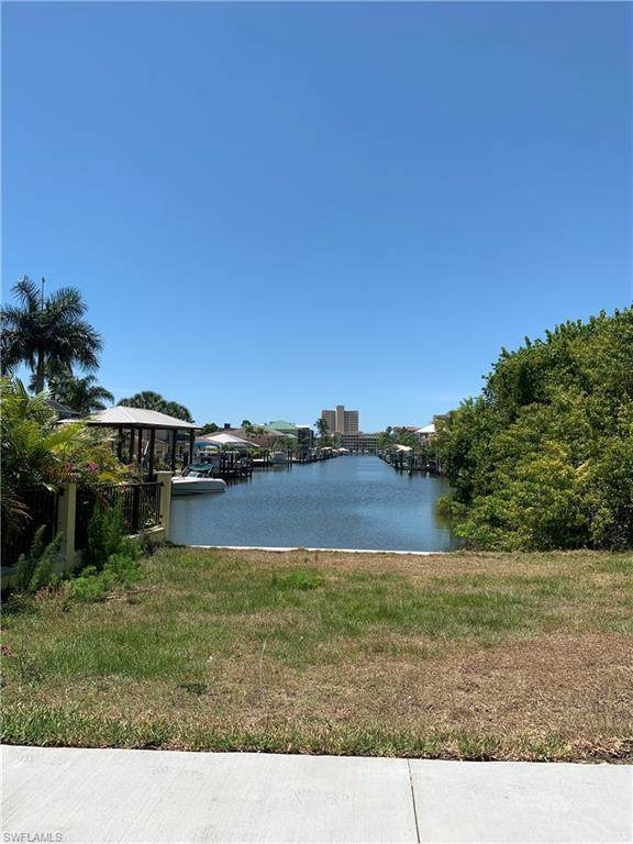595 99th Ave N, Naples, FL 34108 (MLS #220026684) :: Kris Asquith's Diamond Coastal Group