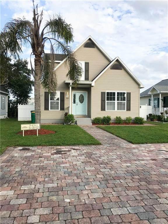 505 Leawood Cir, Naples, FL 34104 (#220074163) :: Caine Luxury Team