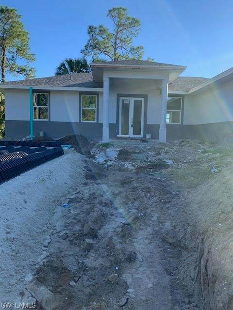 2813 10th St W, Lehigh Acres, FL 33971 (MLS #220077234) :: Uptown Property Services
