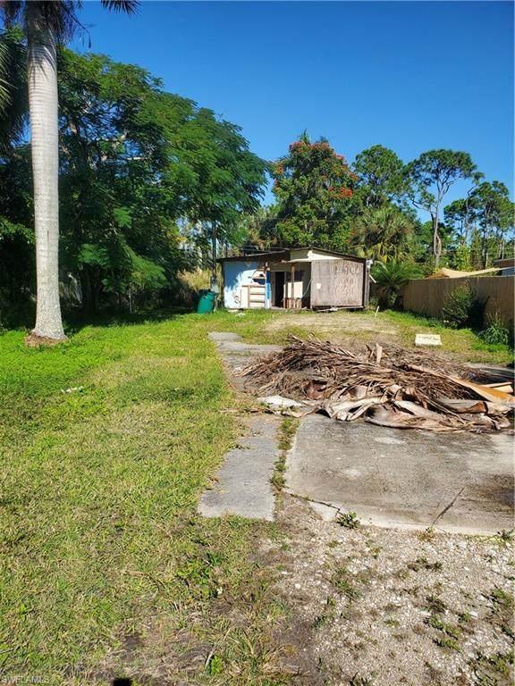 2617 Holly Ave, Naples, FL 34112 (#220080443) :: The Dellatorè Real Estate Group