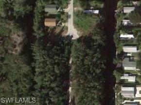 121 Ocho Rios St, Naples, FL 34114 (MLS #221003692) :: #1 Real Estate Services