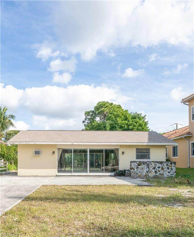 11040 Vanderbilt Dr, Naples, FL 34108 (#221003885) :: Vincent Napoleon Luxury Real Estate
