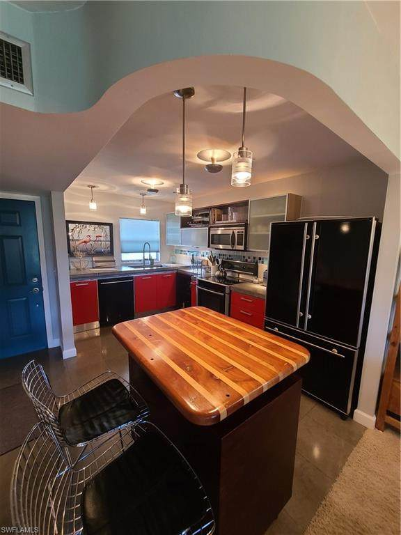 201 Quail Forest Blvd #207, Naples, FL 34105 (MLS #221013129) :: Realty Group Of Southwest Florida