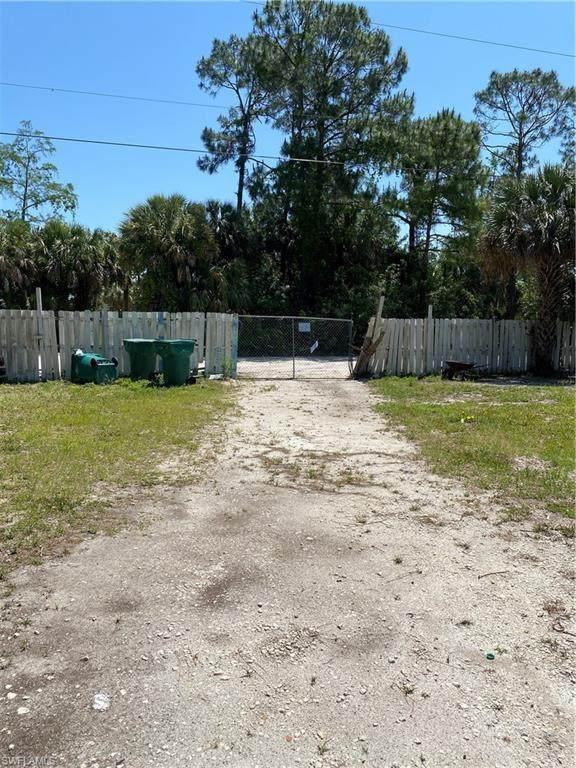 1971 Della Dr, Naples, FL 34117 (MLS #221028192) :: Realty Group Of Southwest Florida