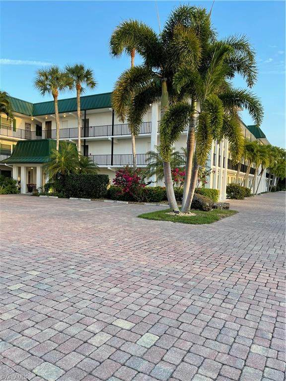 3030 Binnacle Dr #306, Naples, FL 34103 (#221030787) :: Equity Realty