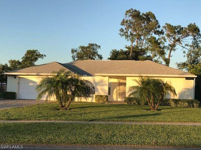 112 Versailles Cir, Naples, FL 34112 (#221035471) :: Southwest Florida R.E. Group Inc