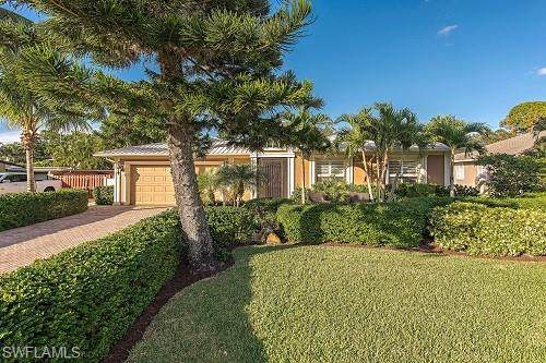 175 6th St, Bonita Springs, FL 34134 (#221036029) :: The Dellatorè Real Estate Group