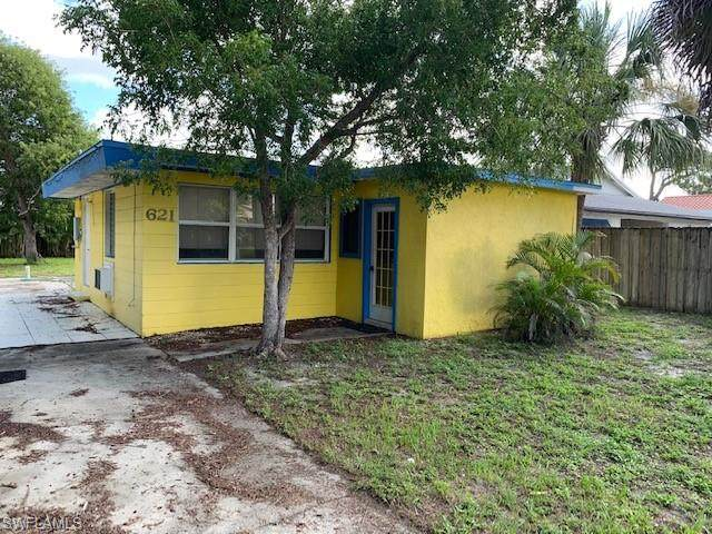 621 105th Ave N, Naples, FL 34108 (#221052163) :: Equity Realty