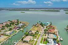 976 Sundrop Ct, Marco Island, FL 34145 (#221055310) :: The Michelle Thomas Team