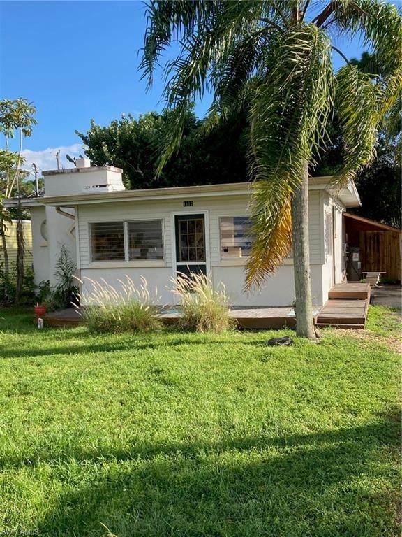 1112 Trail Terrace Dr, Naples, FL 34103 (#221068080) :: REMAX Affinity Plus