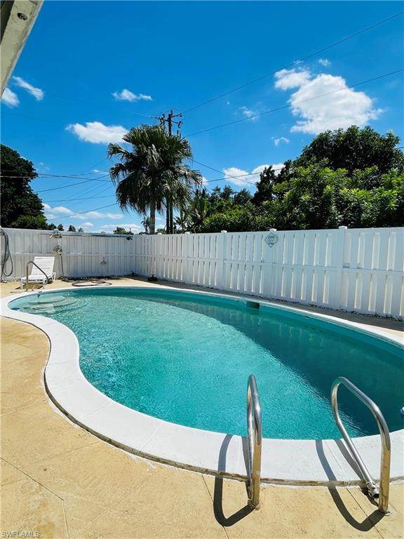 323 Dellwood Ave, Lehigh Acres, FL 33936 (#221069324) :: Equity Realty