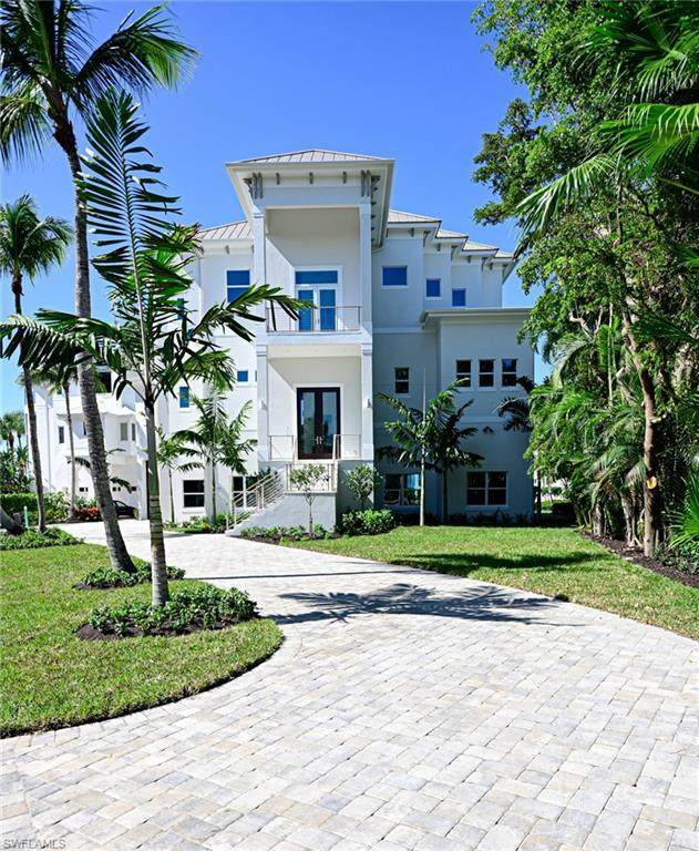 105 Bonaire Ln, Bonita Springs, FL 34134 (MLS #221071959) :: Team Swanbeck