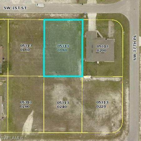 3722 SW 1st St, Cape Coral, FL 33991 (MLS #221073070) :: Medway Realty