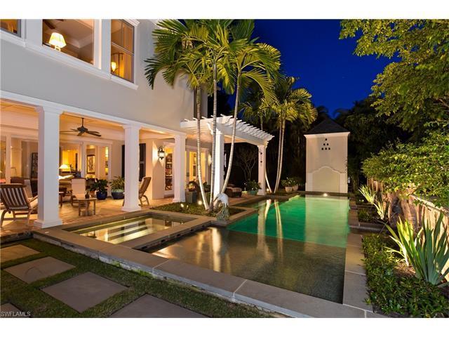 563 3rd St N, Naples, FL 34102 (MLS #215067563) :: The New Home Spot, Inc.