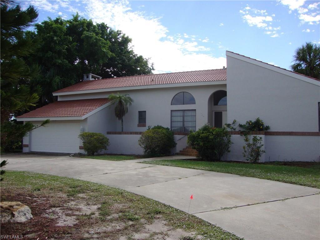 744 Fairlawn Ct, Marco Island, FL 34145 (MLS #216003399) :: The New Home Spot, Inc.