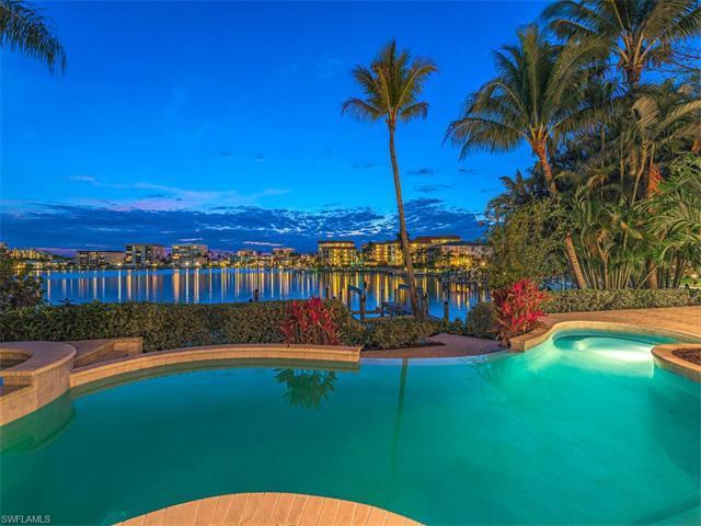 2825 Leeward Ln, Naples, FL 34103 (#216020980) :: Homes and Land Brokers, Inc