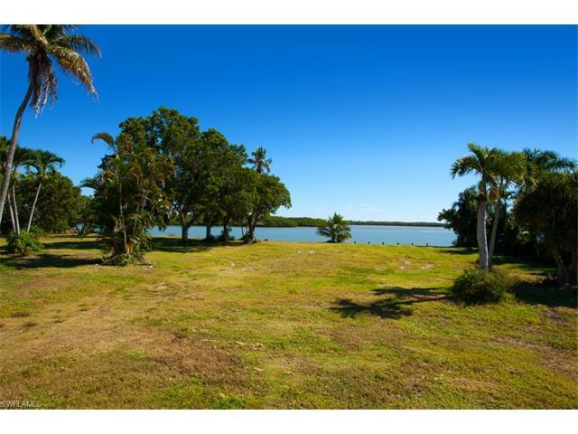 945 Caxambas Dr, Marco Island, FL 34145 (MLS #216031598) :: The New Home Spot, Inc.