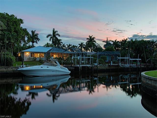 2040 Snook Dr, Naples, FL 34102 (MLS #216048324) :: The New Home Spot, Inc.