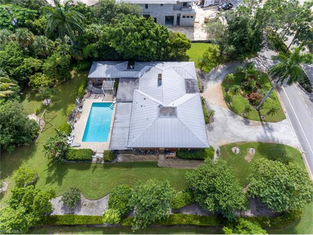 677 Banyan Blvd, Naples, FL 34102 (#216053980) :: Homes and Land Brokers, Inc