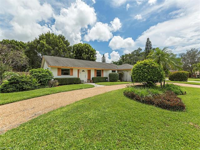 4900 Tahiti Ln, Naples, FL 34112 (MLS #216056118) :: The New Home Spot, Inc.