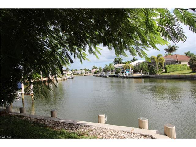 414 River Ct, Marco Island, FL 34145 (#216059894) :: Homes and Land Brokers, Inc