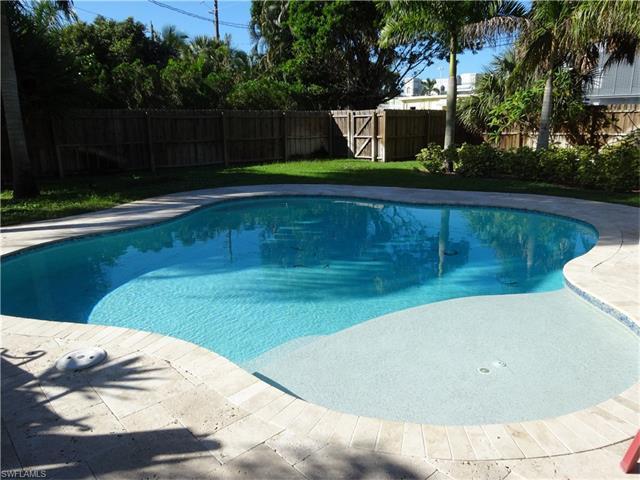 629 10th St N, Naples, FL 34102 (MLS #216062428) :: The New Home Spot, Inc.