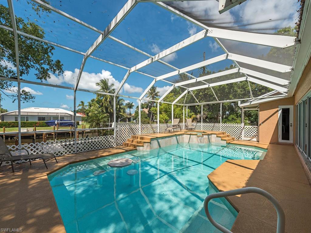 562 Goldcoast Ct, Marco Island, FL 34145 (MLS #216062521) :: The New Home Spot, Inc.