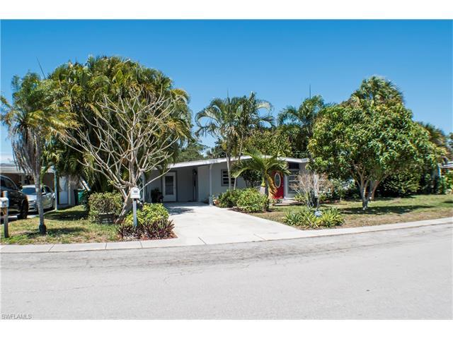 1923 Harbor Ln, Naples, FL 34104 (#217004690) :: Homes and Land Brokers, Inc