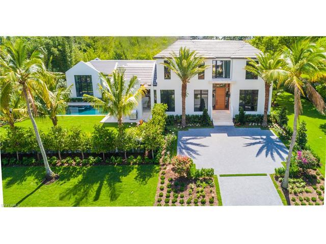 1175 Oleander Dr, Naples, FL 34102 (#217037453) :: Naples Luxury Real Estate Group, LLC.