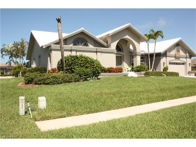 1260 Mimosa Ct, Marco Island, FL 34145 (#217042038) :: Naples Luxury Real Estate Group, LLC.