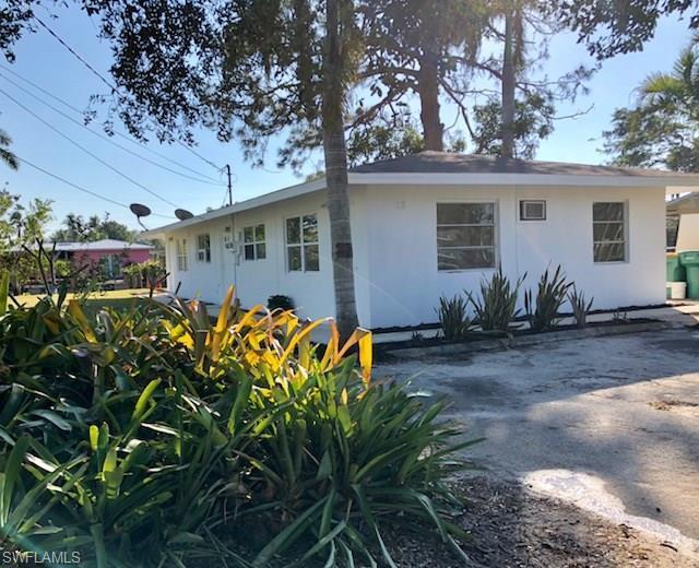 2818 Shoreview Dr, Naples, FL 34112 (MLS #217078955) :: The New Home Spot, Inc.