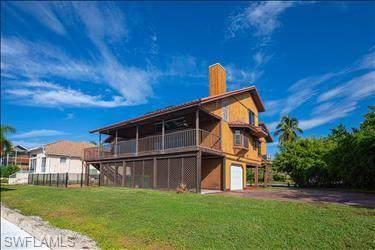 547 Seagrape Dr, Marco Island, FL 34145 (MLS #219054151) :: Clausen Properties, Inc.