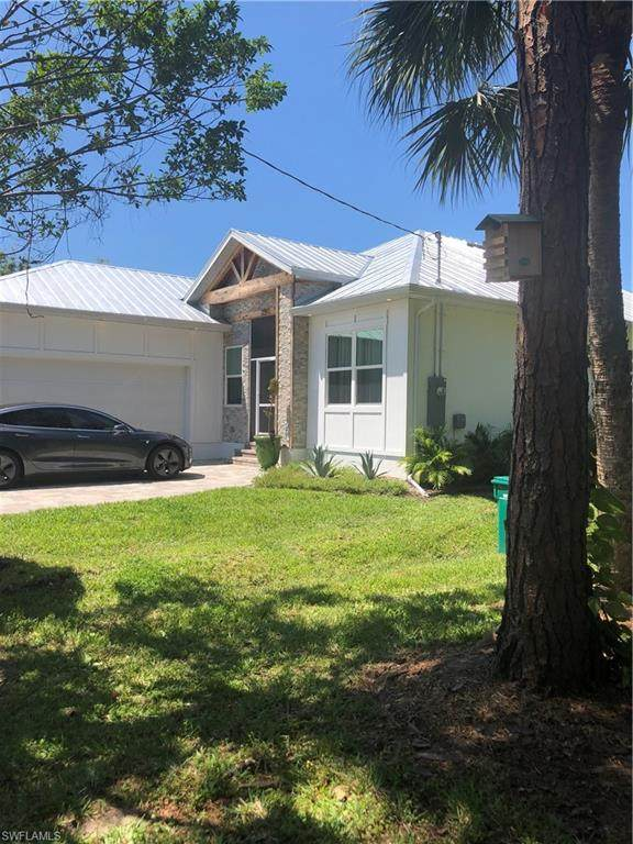 2291 Thomasson Dr, Naples, FL 34112 (MLS #220018738) :: RE/MAX Radiance