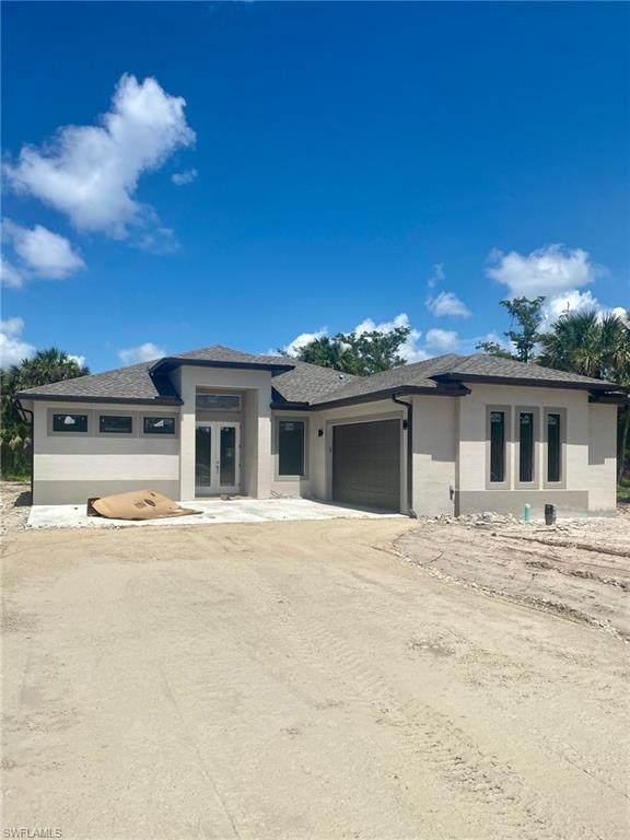 2541 Everglades Blvd S, Naples, FL 34117 (MLS #220038054) :: Dalton Wade Real Estate Group