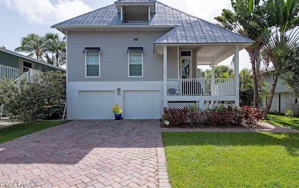 1286 Rainbow Ct, Naples, FL 34110 (MLS #220052632) :: The Naples Beach And Homes Team/MVP Realty
