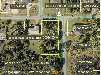 405 Lincoln Blvd, Lehigh Acres, FL 33936 (MLS #221048684) :: #1 Real Estate Services