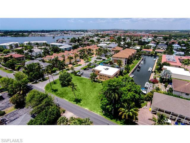 1493 Blue Point Ave, Naples, FL 34102 (#215031289) :: Homes and Land Brokers, Inc