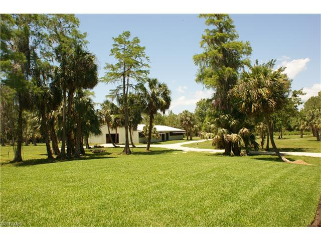 715 31st St SW, Naples, FL 34117 (#216031415) :: Homes and Land Brokers, Inc